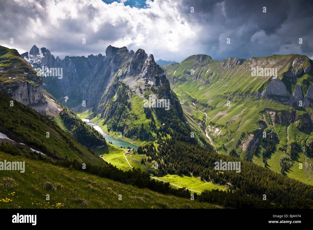 Wetter-Stimmung, Lichtstimmung am Faelensee See zwischen Mt. Hundsteingrat und Mt. Roslen-Saxer First im Alpsteingebirge Stockbild