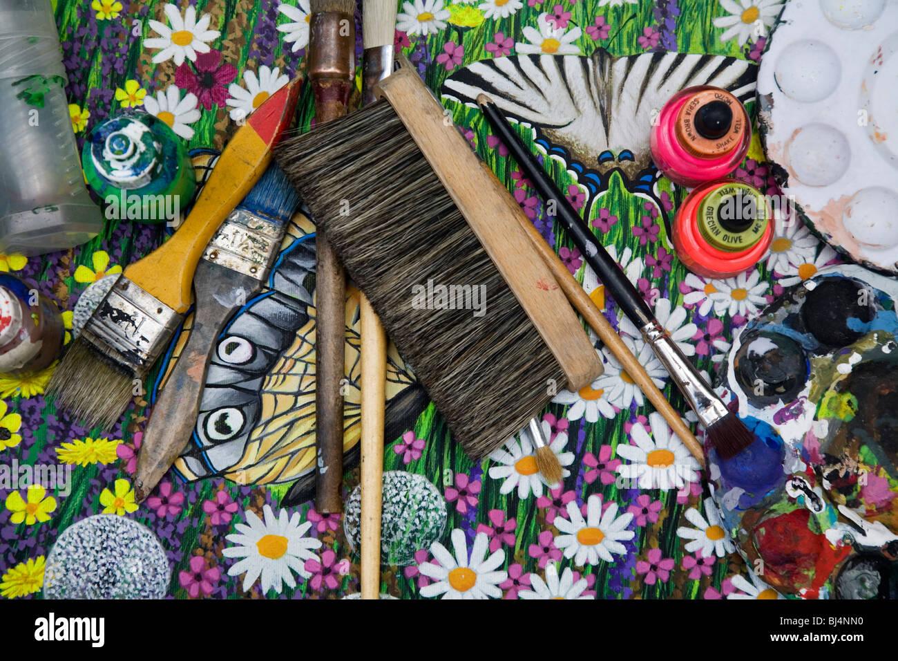 Künstler München Maler streetart künstler maler werkzeuge pinsel über die leinwand