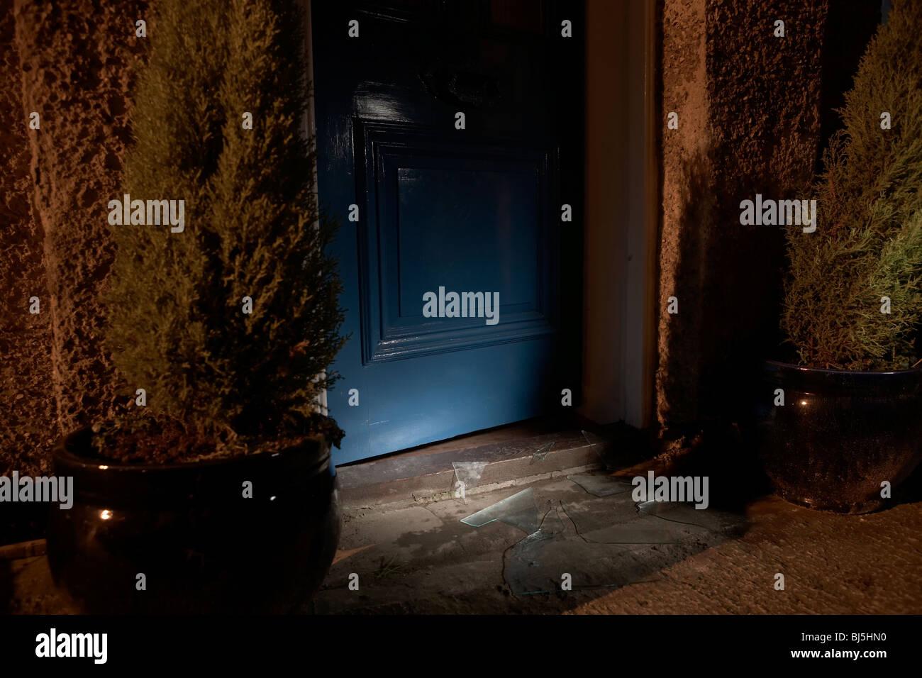 Broken Glass Door Stockfotos & Broken Glass Door Bilder - Alamy