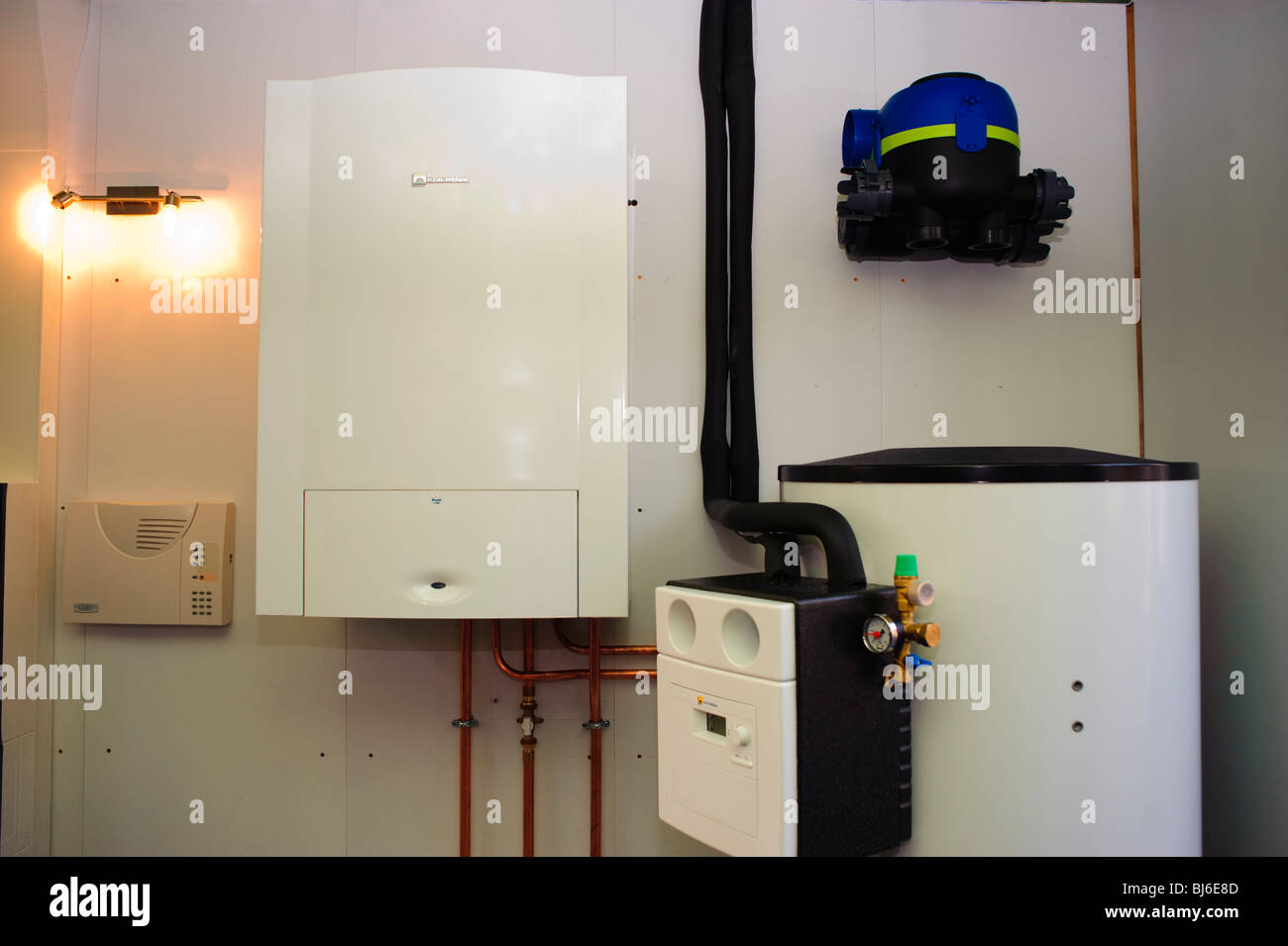 Boiler Installation Stockfotos & Boiler Installation Bilder - Alamy