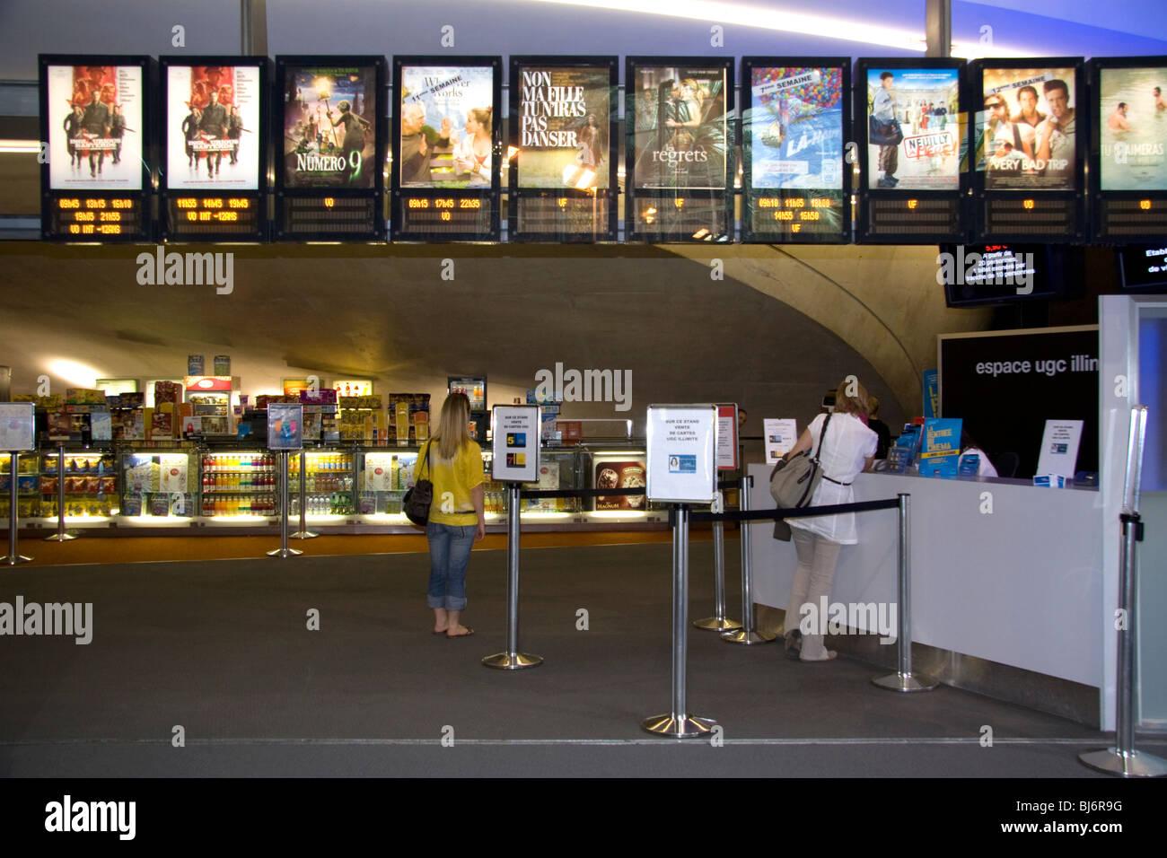 Kino-Eingang in dem Forum des Halles in Paris, Frankreich. Stockbild
