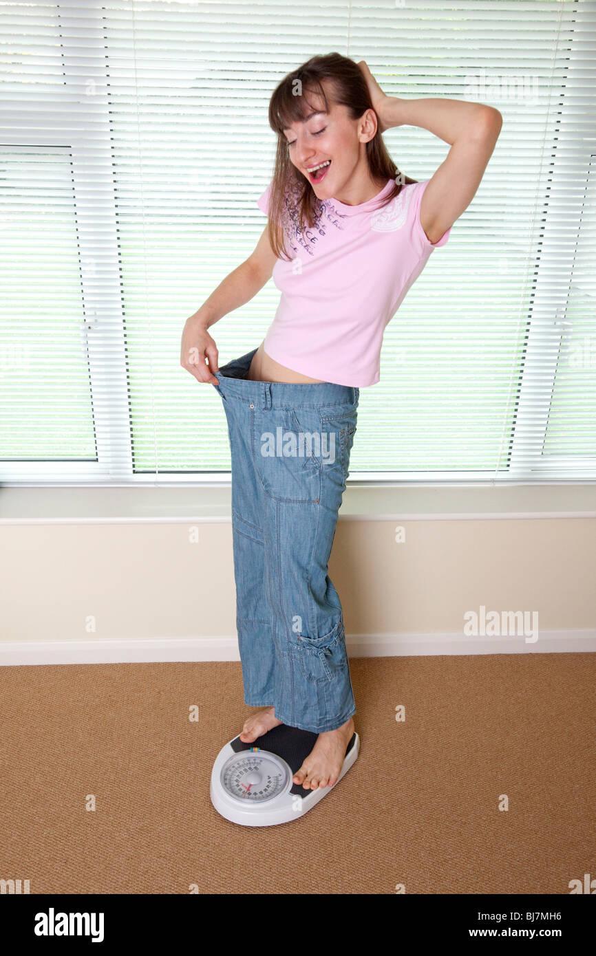 junge Frau gerne Gewicht verloren haben Stockbild
