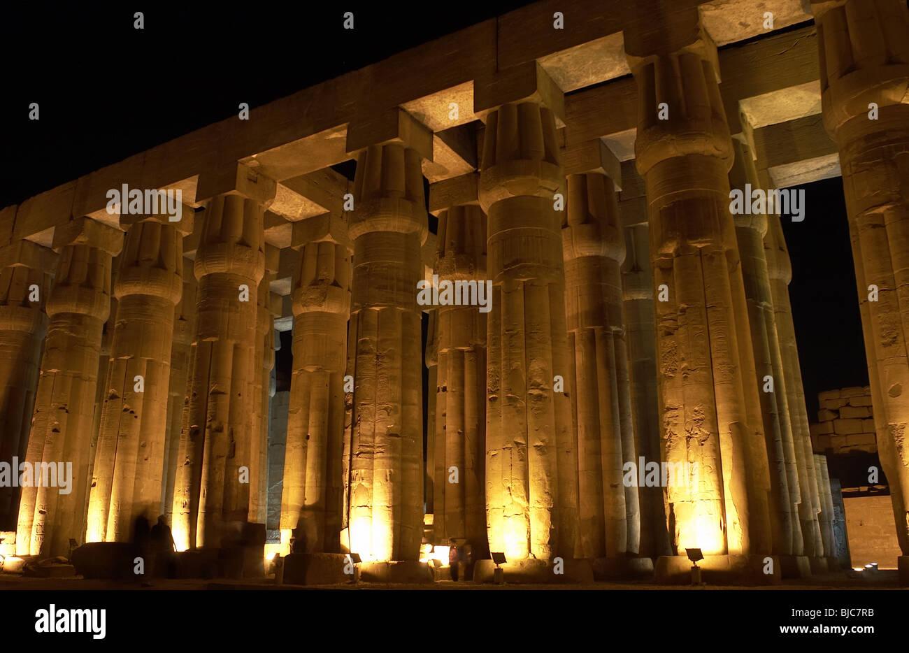 Tempel von Luxor. Nacht-Blick auf das Areal. Ägypten. Stockbild