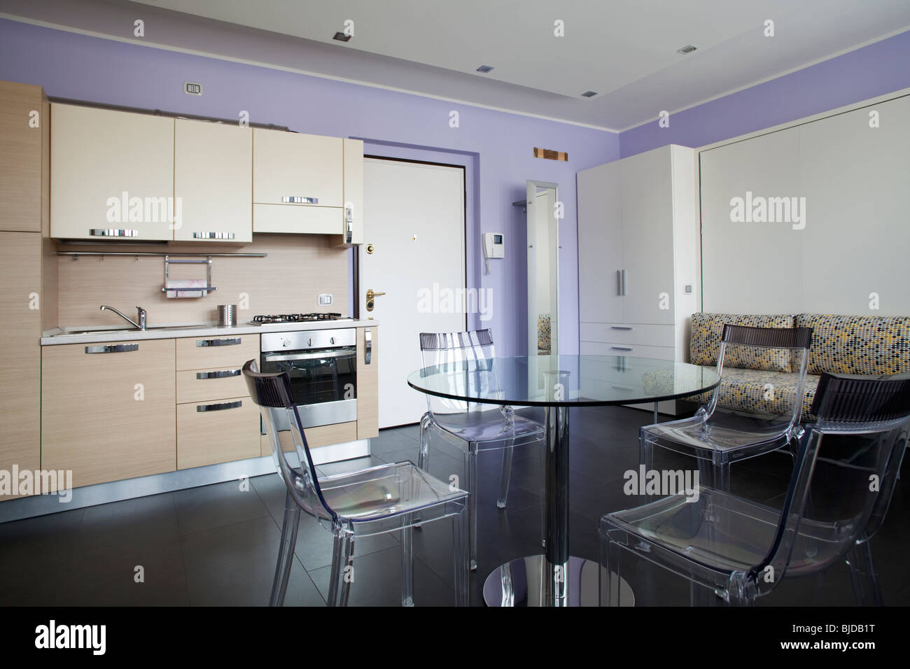 Studio Apartment Stockfotos & Studio Apartment Bilder - Alamy