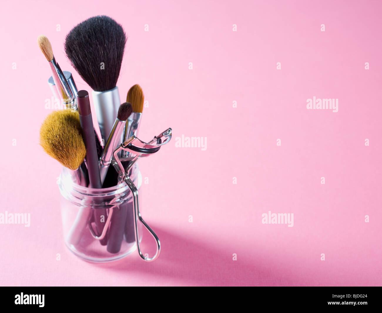 Verschiedene Make-up Pinsel und Kosmetik Instrumente. Stockbild