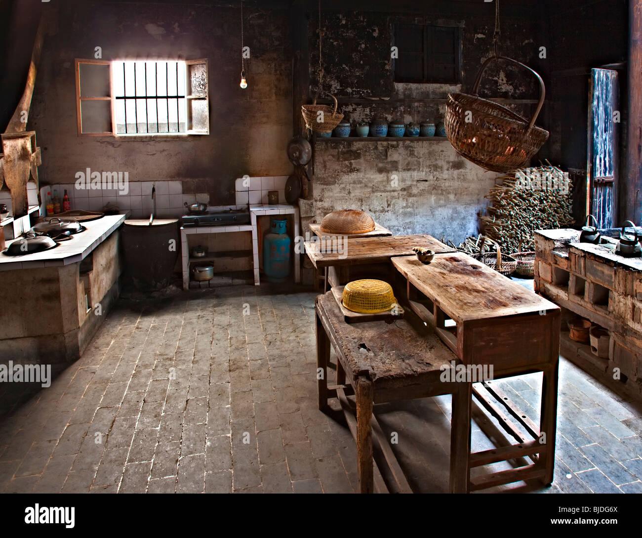 Eine traditionelle Küche in einer Residenz am chinesischen Dorf ...