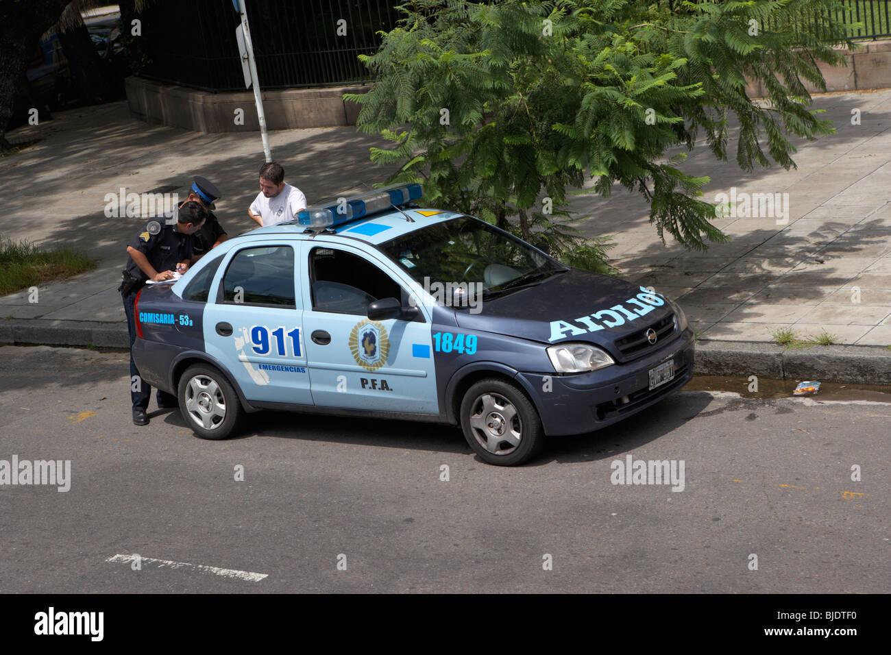 Policia Polizeiauto zu stoppen und einen anderen Fahrer in der Hauptstadt Buenos Aires Bundesrepublik Argentinien Stockbild