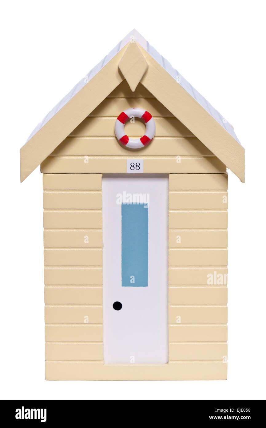 Ein Holzmodell einer Strandhütte auf weißem Hintergrund Stockbild