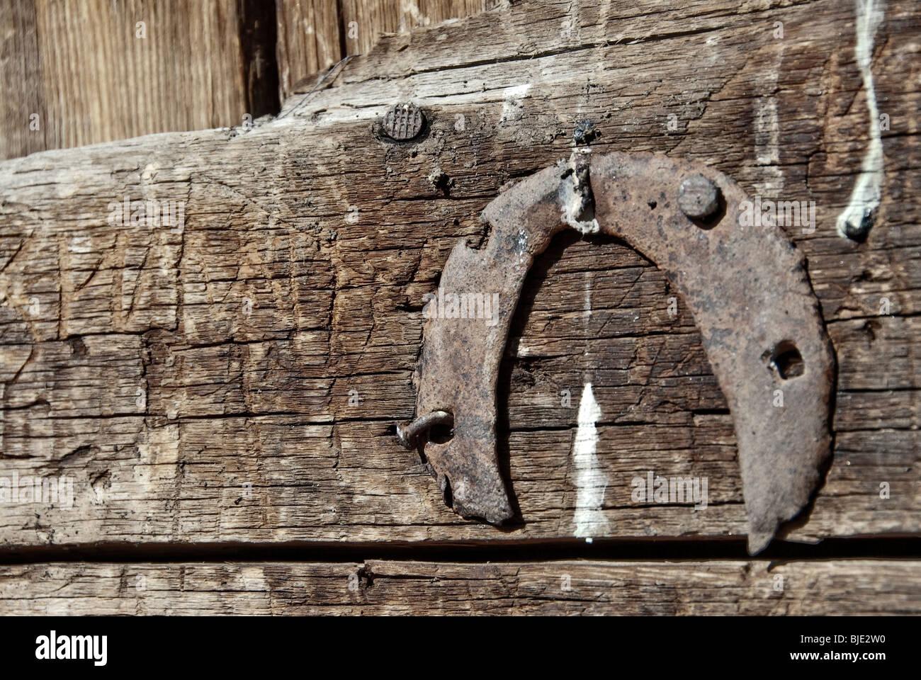 Pferd Schuh auf eine Tür, Jelandy, Tadschikistan genagelt. Stockbild