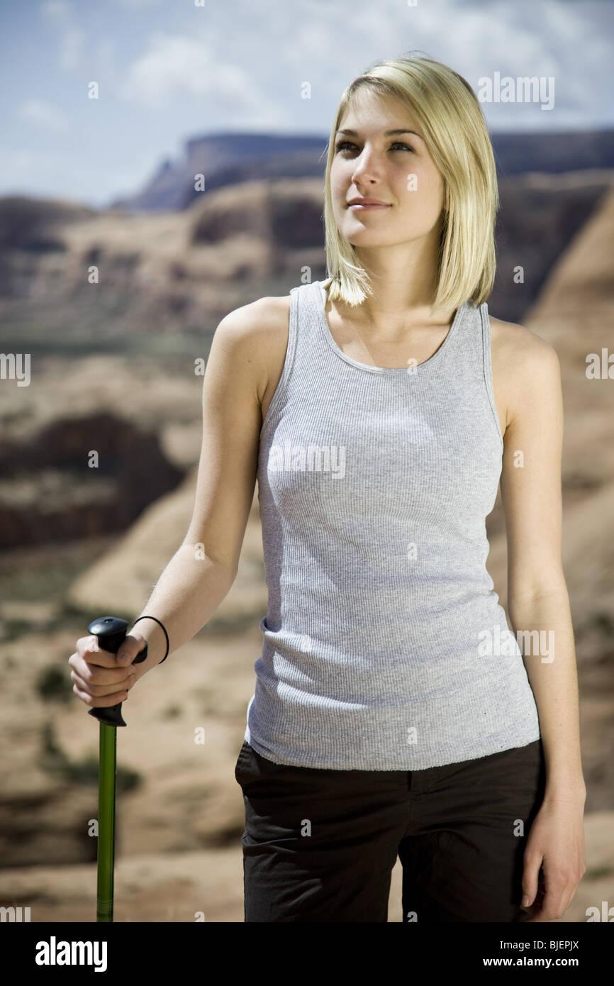 Frau in der Wüste Stockbild
