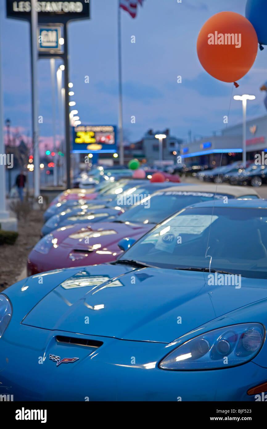 Dearborn, Michigan - Autos auf dem Display bei einem Chevrolet-Händler. Stockbild