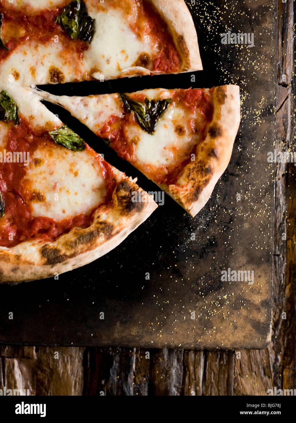 Holzofen-Käse-pizza Stockbild