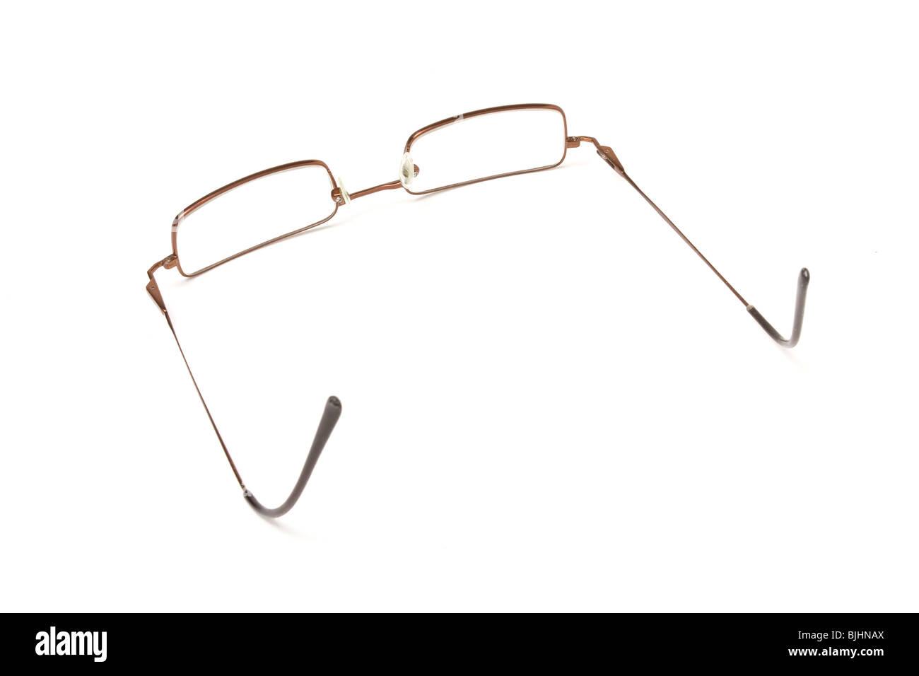 Dünner Draht gerahmte Brille nahe isolieren bis vor weißem ...