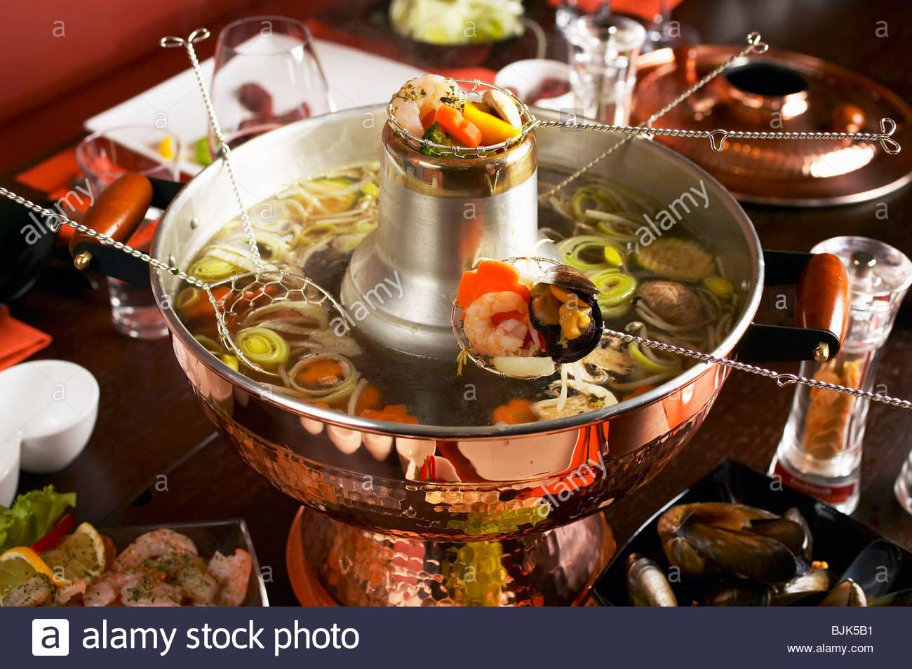 chinesische fondue hot pot stockfoto bild 28695493 alamy. Black Bedroom Furniture Sets. Home Design Ideas
