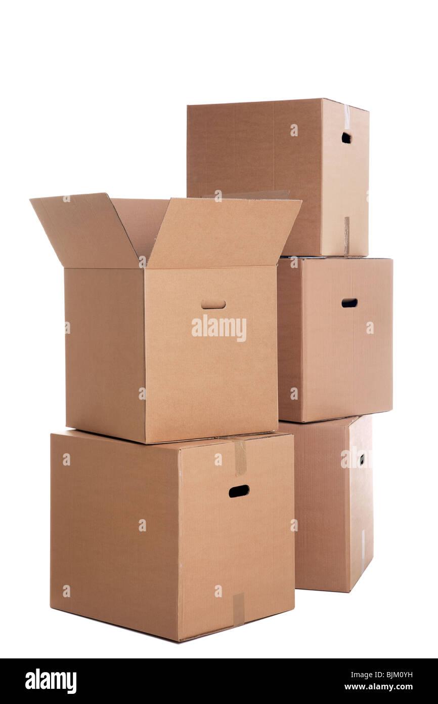 Ein Stapel Kartons isoliert auf einem weißen Hintergrund. Stockbild