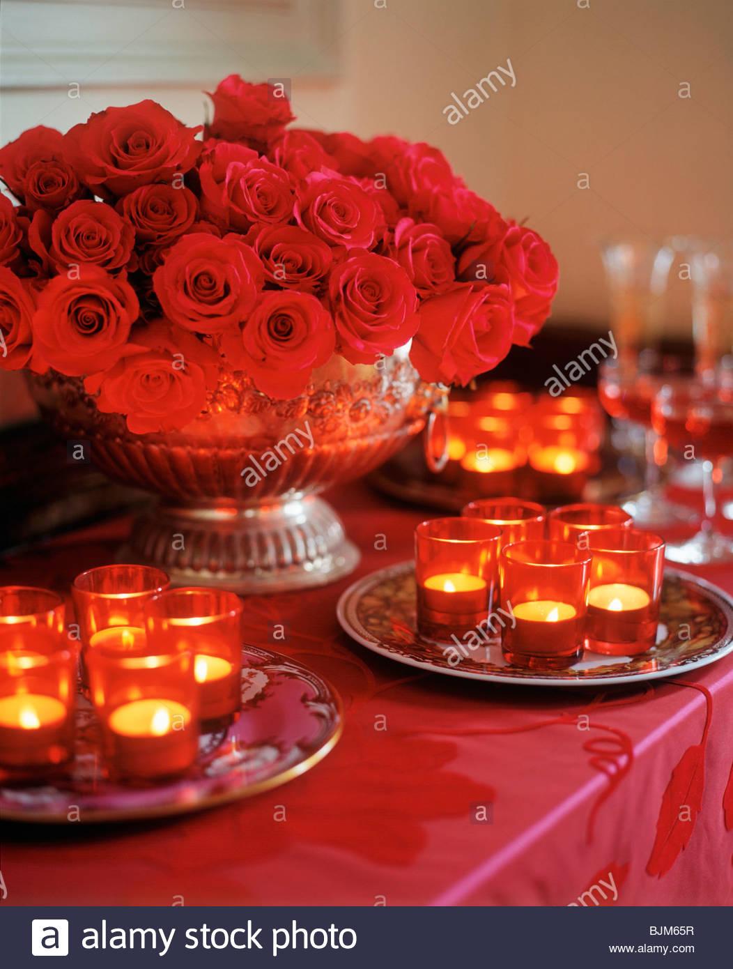 Tabelle Mit Vielen Brennenden Kerzen Und Rote Rose Herzstück