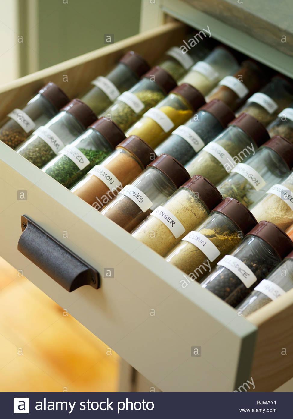 Gewürzdosen in einer Schublade Stockfoto, Bild: 28721813 - Alamy