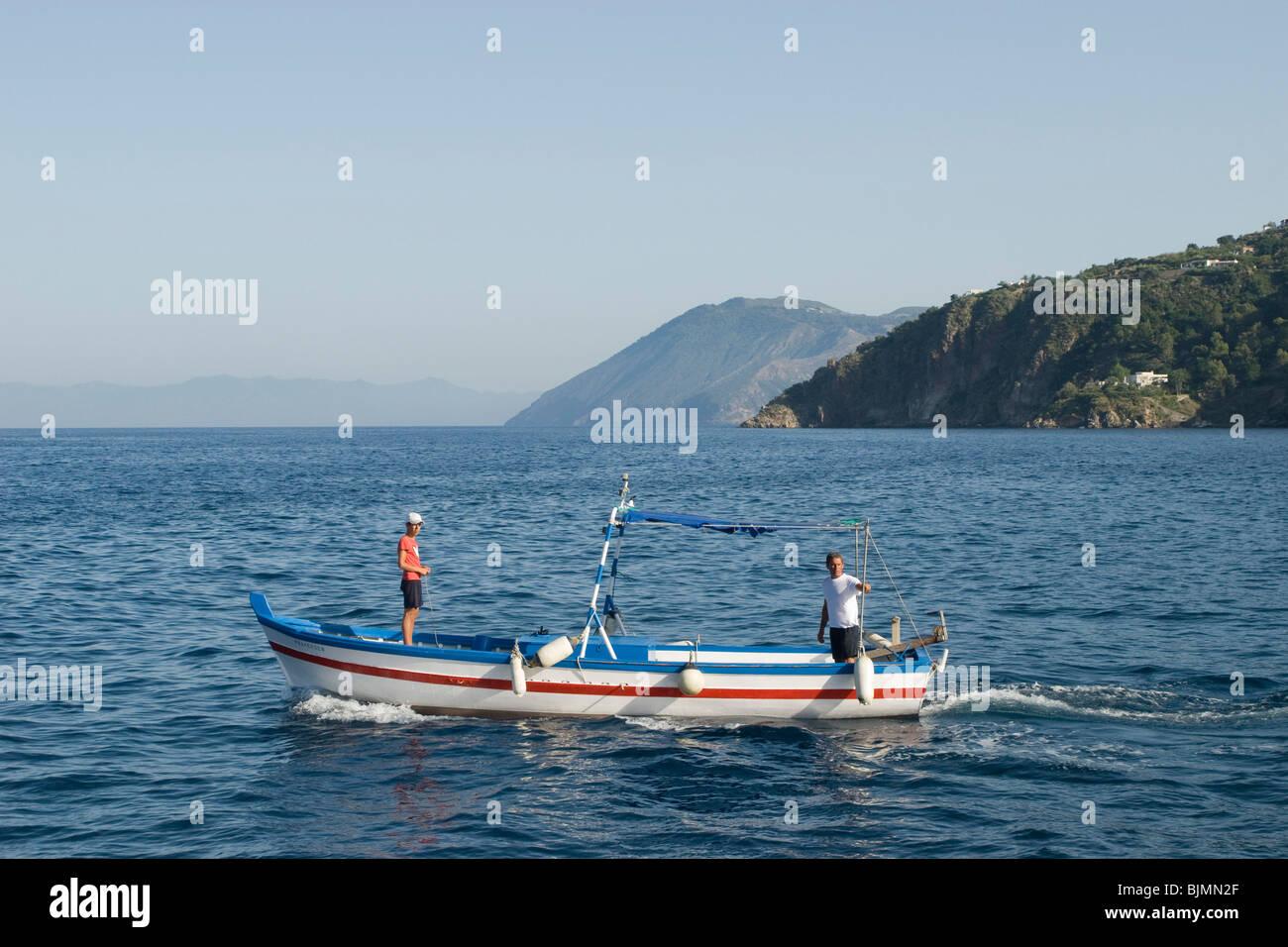 Italien, Sizilien, Liparische Inseln, Insel Lipari, Fischerboot | Italien, Sizilien, Liparischen Inseln, Insel Lipari, Stockbild