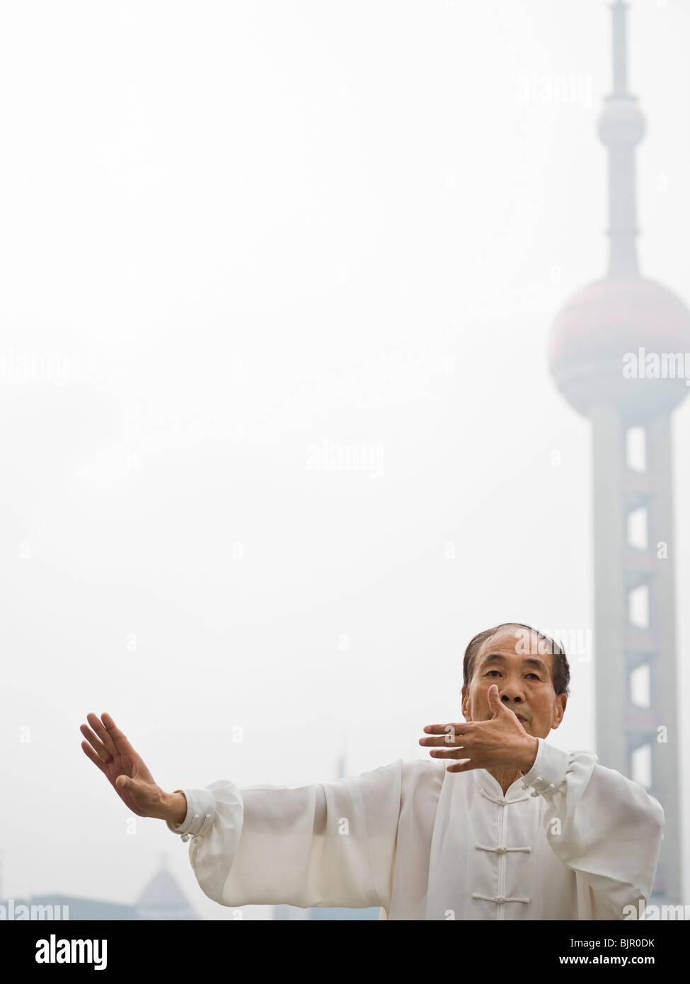Senior praktizieren Tai Chi. Stockfoto