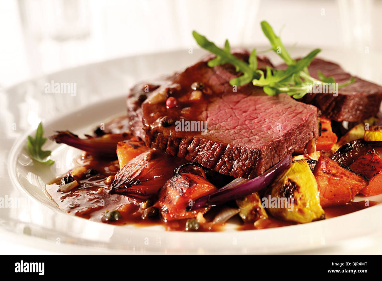 Steak und Wein Pfeffer Soße essen Fotos und Bilder Stockbild