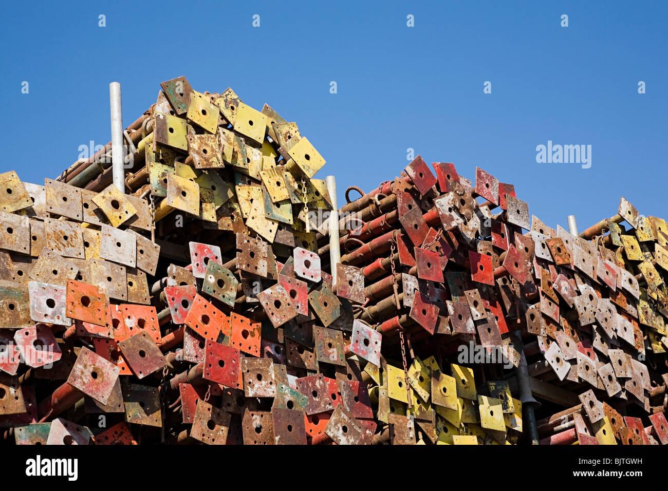 Stapel von Metallstangen Stockbild