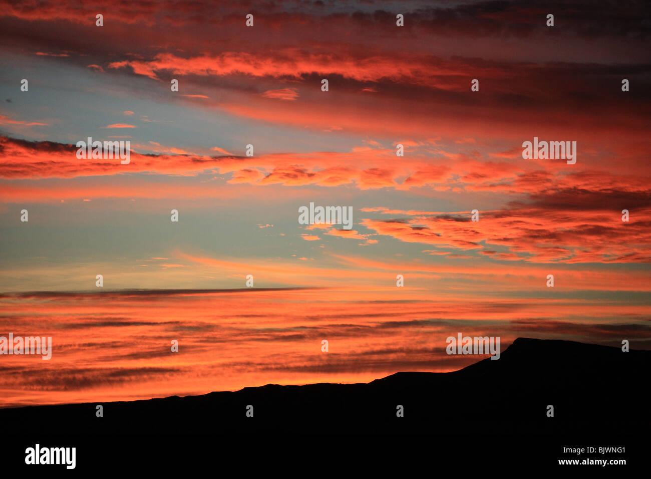 rotes leuchten am himmel