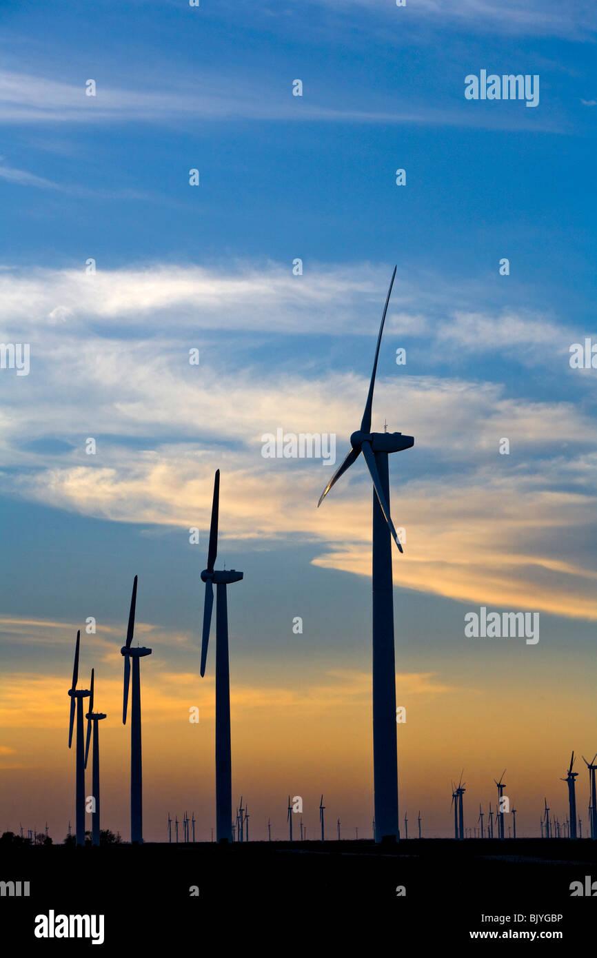 Sauberer Energie entsteht durch Generator Windfelder in West-Texas Stockbild