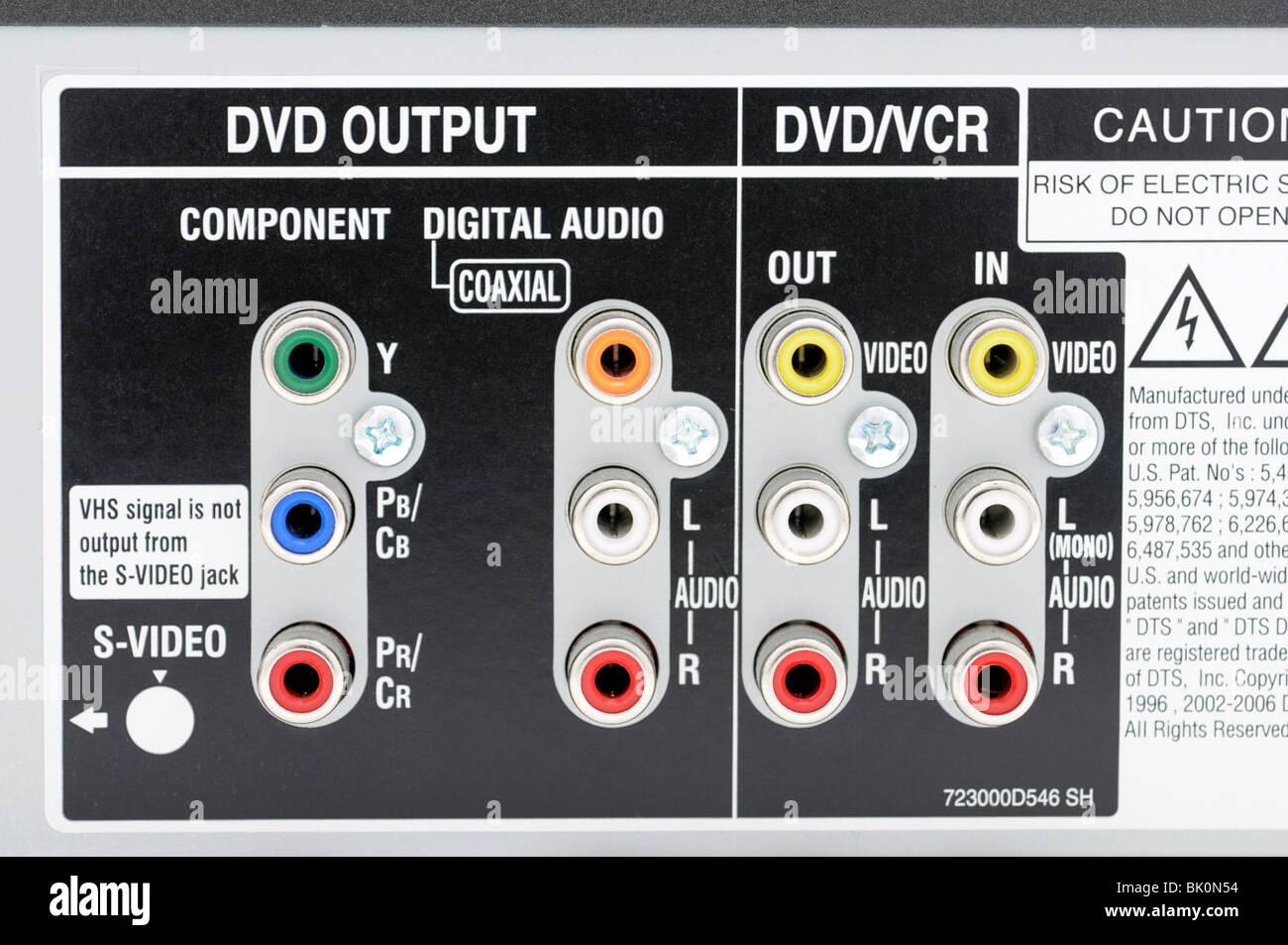 Rückseite des DVD/VCR Combo - Eingänge und Ausgänge Stockbild