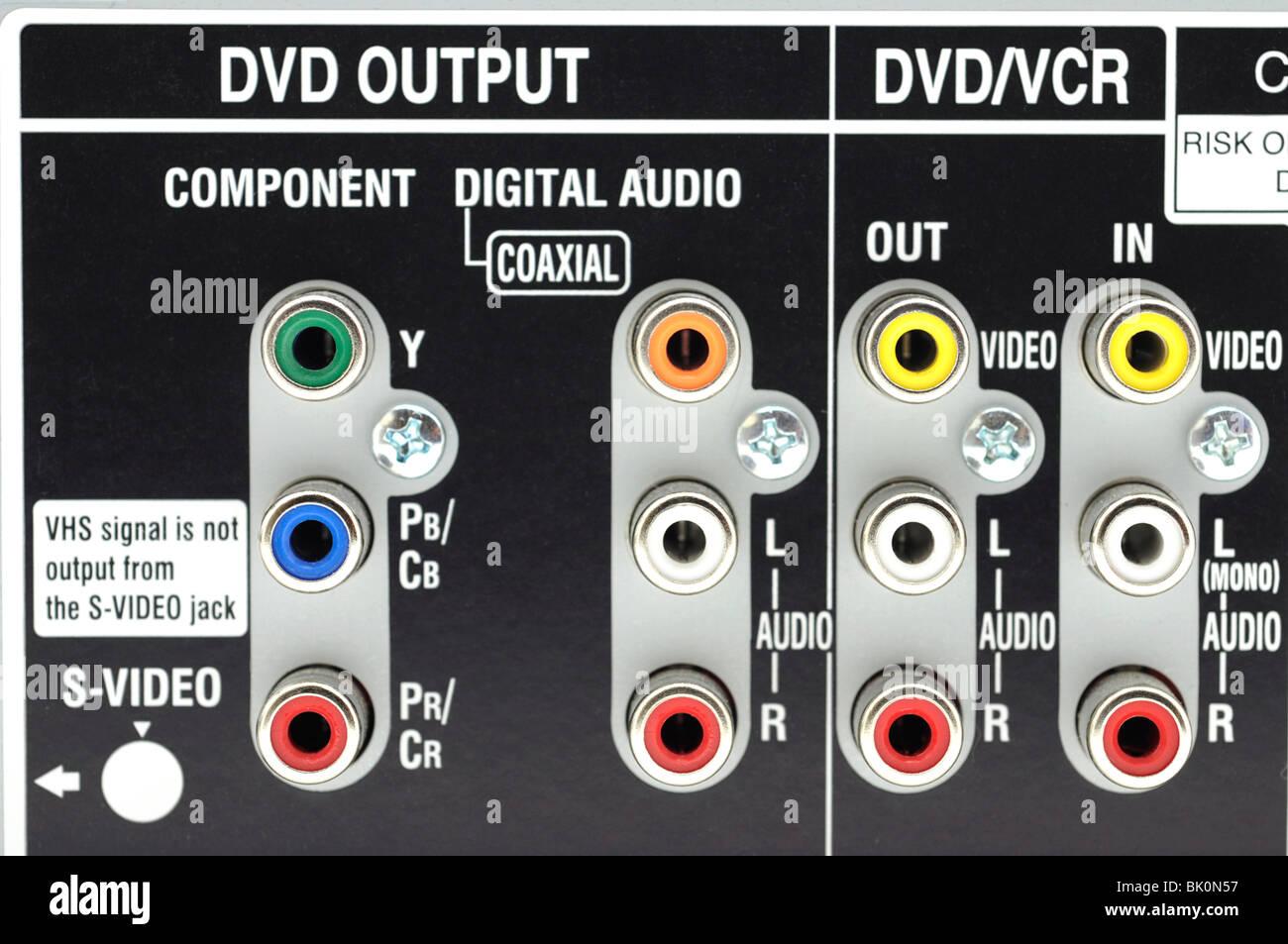 Rückwand auf DVD/VCR Combo - Eingänge und Ausgänge Stockbild