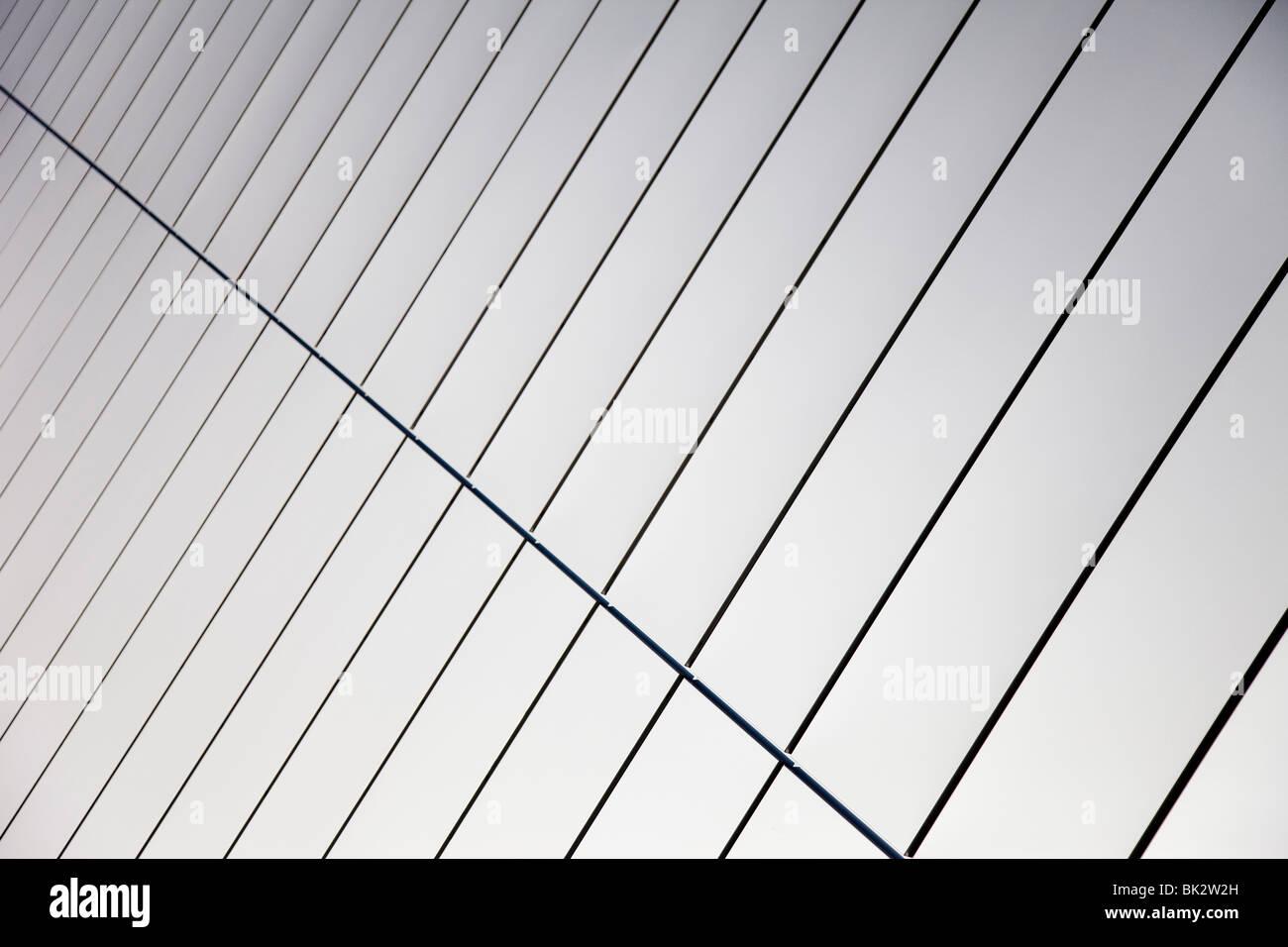 Mauer aus Stahl poliert Platten Stockbild