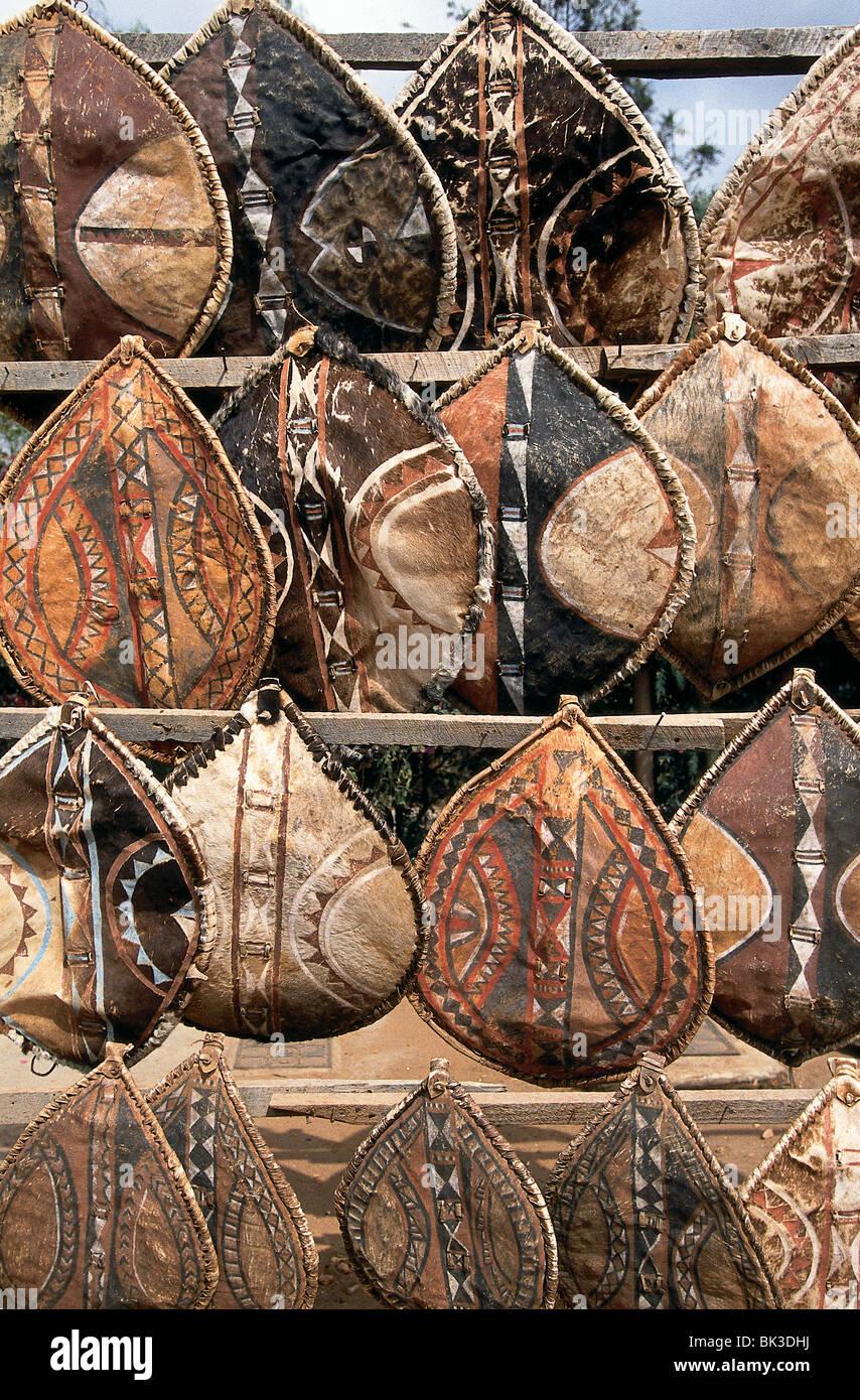 Kenya Masai Souvenir Shields Stockfotos & Kenya Masai Souvenir ...