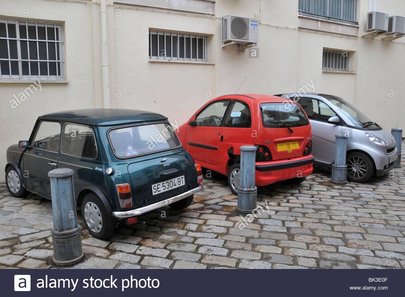 3 kleine autos l r austin mini ligier kleinwagen die. Black Bedroom Furniture Sets. Home Design Ideas