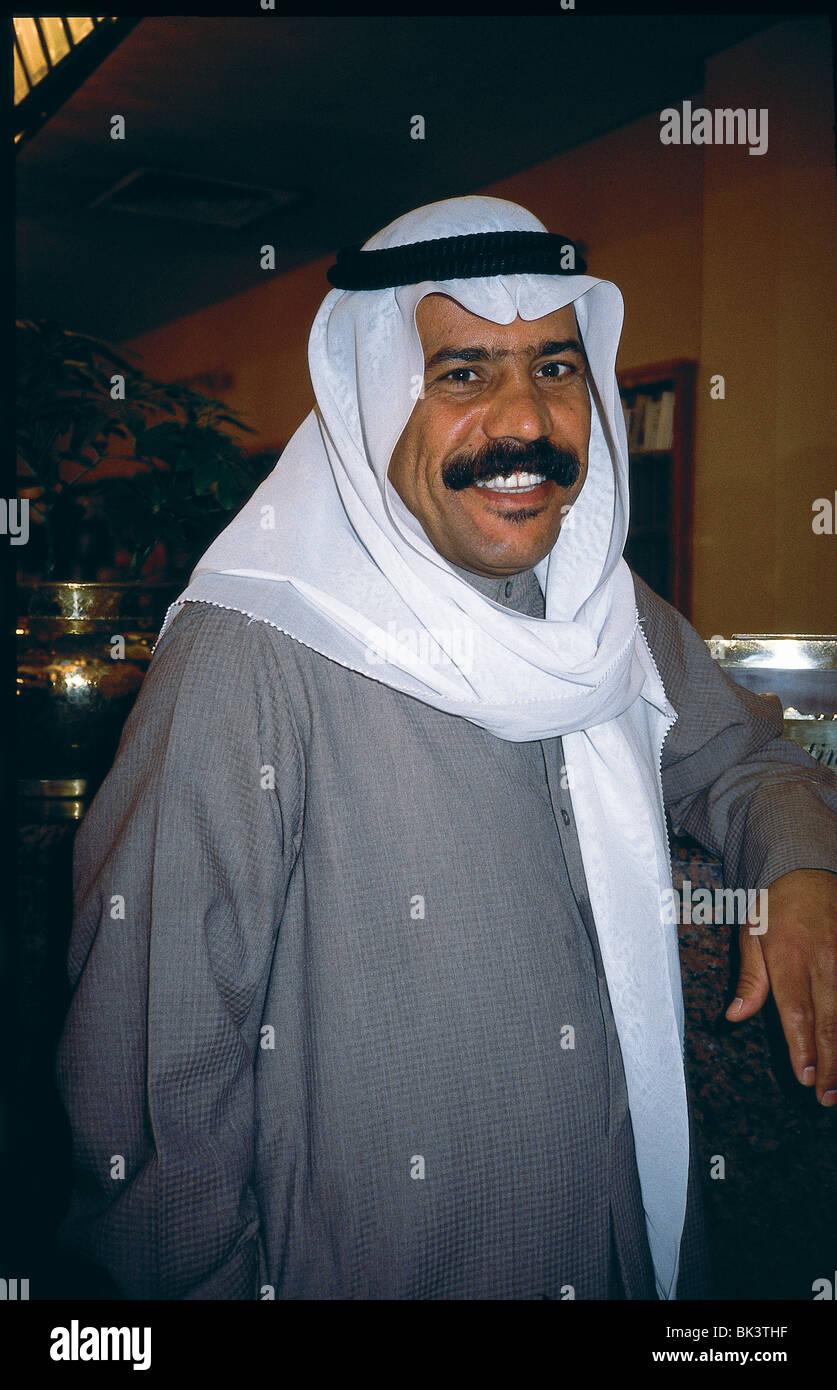 Porträt eines ägyptischen Mannes tragen traditionelle Kleidung auf ...