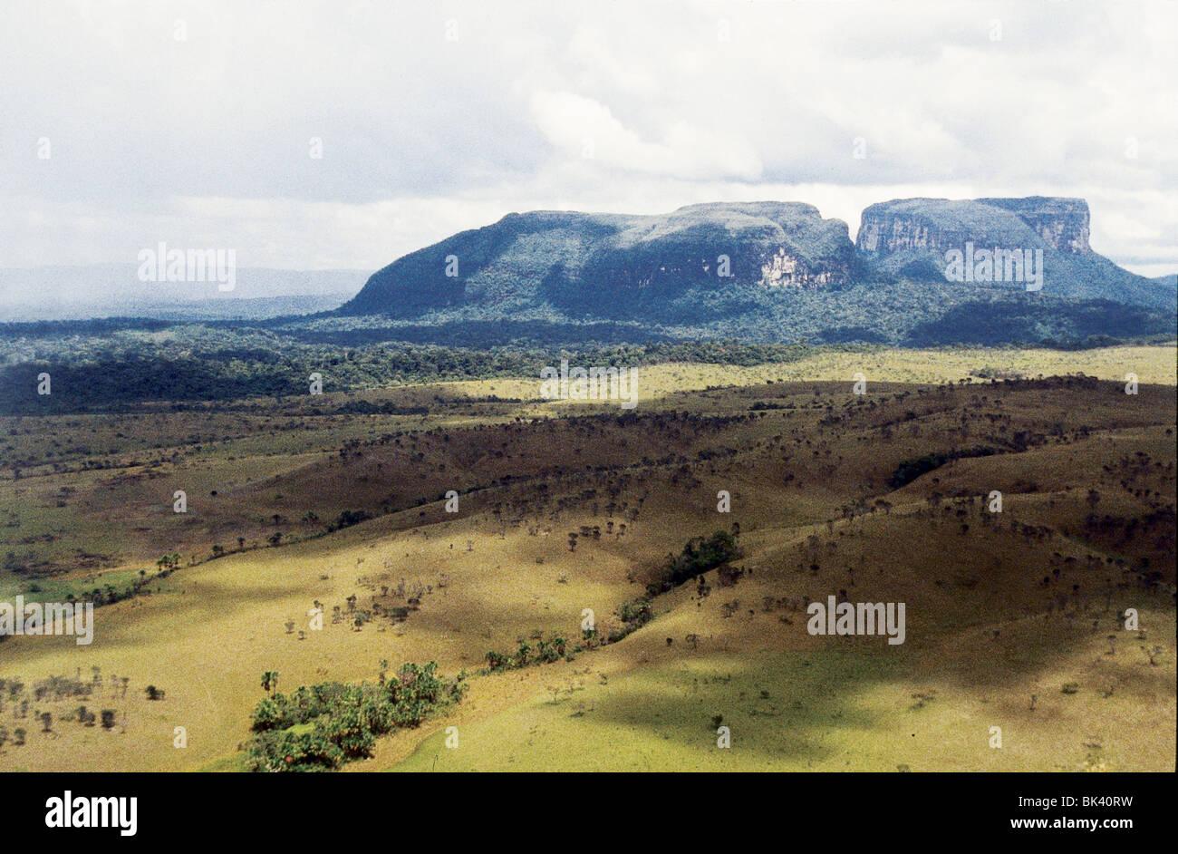 Gran Sabana Und Flache Berge Venezuela Stockfoto Bild 28977309