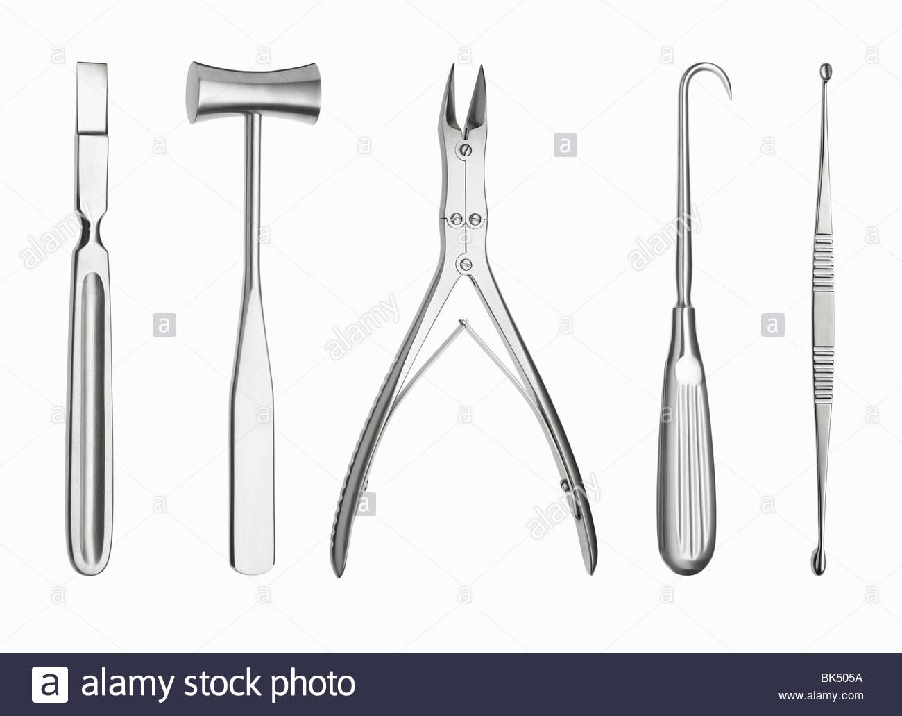Chirurgische Instrumente in einer Reihe Stockbild