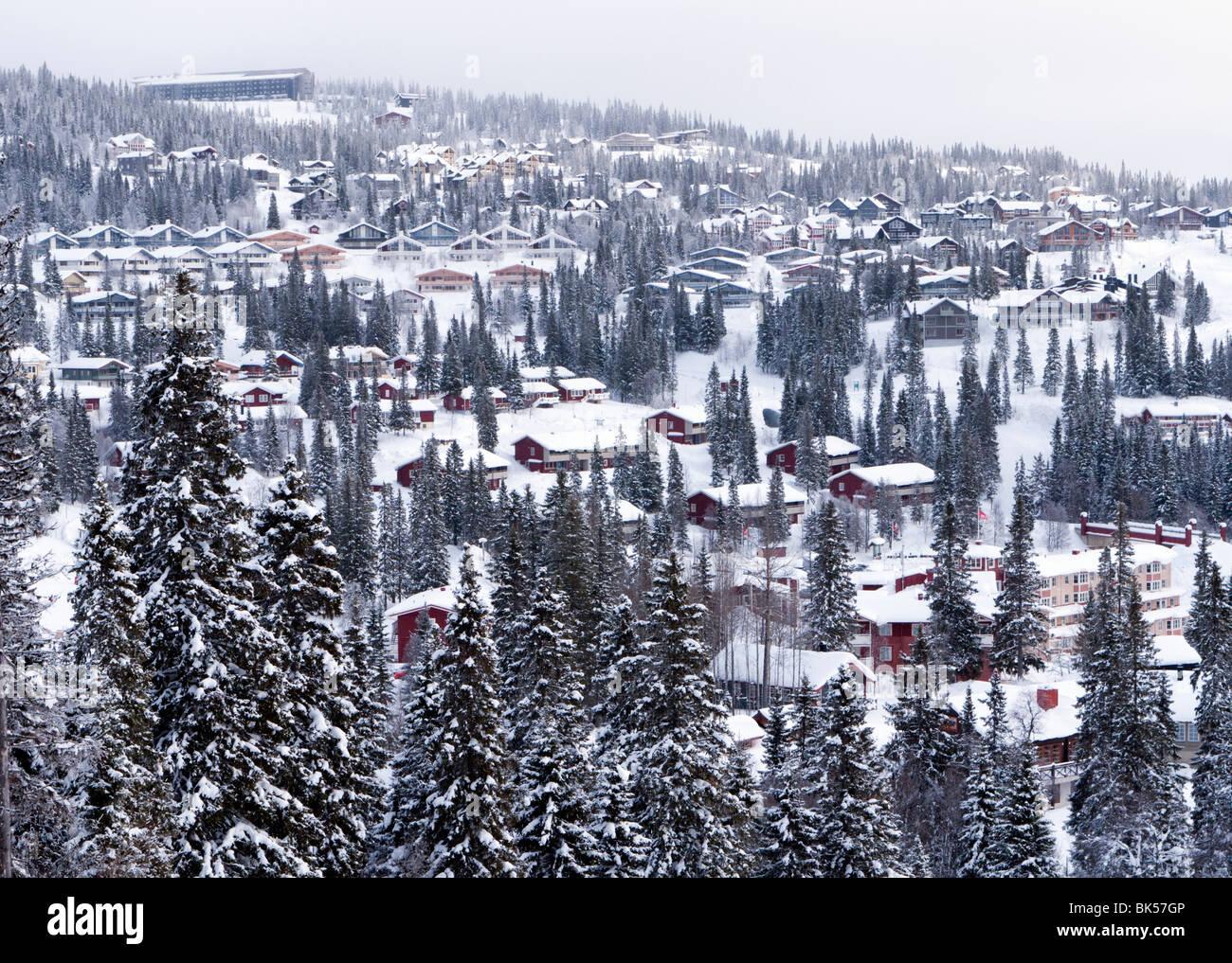 Ansicht der Ferienhäuser über Skigebiet Åre in Schweden im winter Stockbild