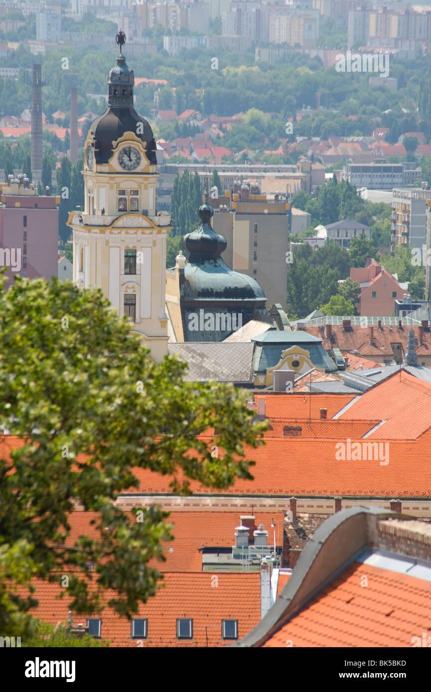 Eine Luftaufnahme von Dächern im alten Viertel, Pecs, Ungarn, Europa Stockbild