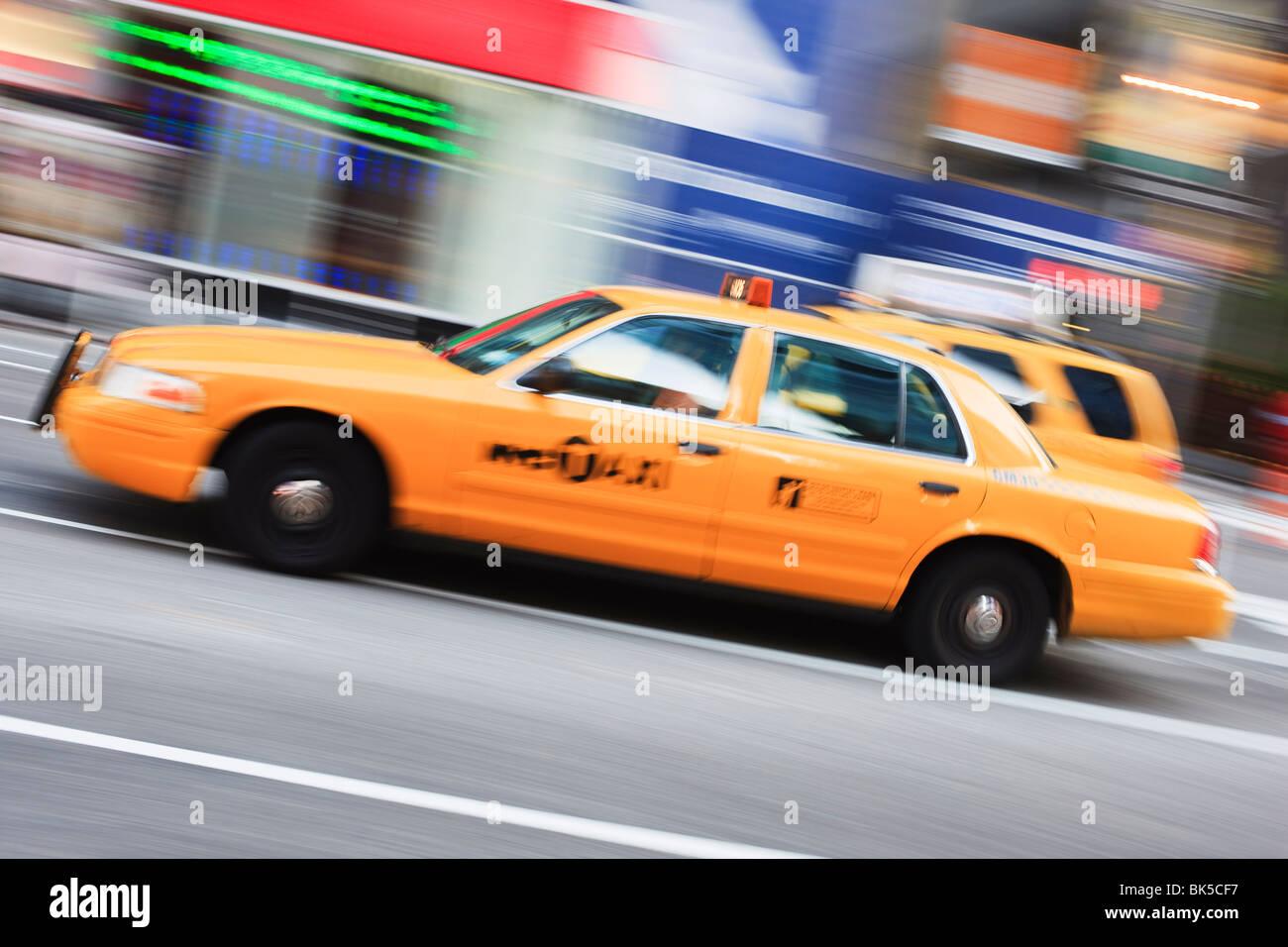 Taxi, Times Square, Manhattan, New York City, New York, Vereinigte Staaten von Amerika, Nordamerika Stockbild