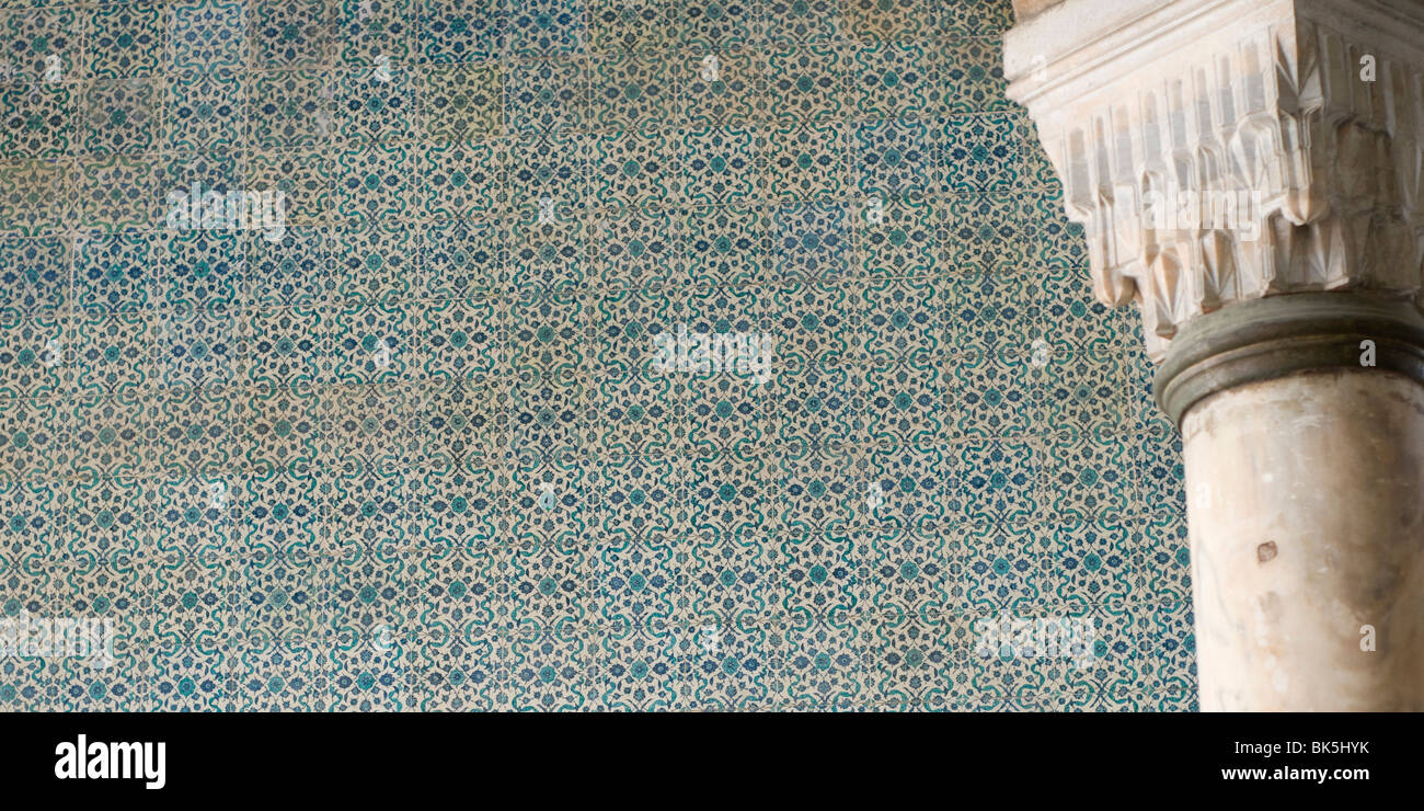 Iznik-Fliesen an den Wänden einer Topkapi Palast, Istanbul, Türkei Stockfoto