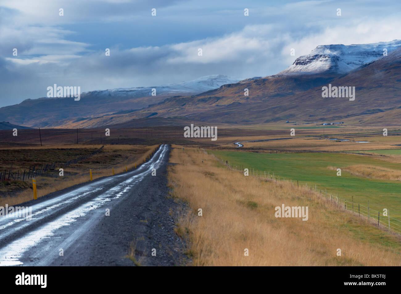 Road-711 Vatsnes Halbinsel, unweit von Blonduos, im Norden von Island, Island, Polarregionen Stockbild