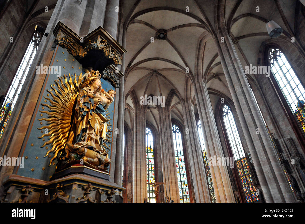 Ansicht der Madonna in der Aureole, Chor Halle, St. Sebaldus-Kirche, Nürnberg, Franken, Bayern, Deutschland, Stockbild
