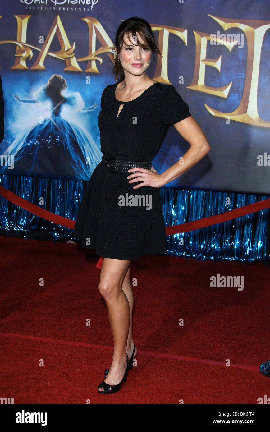 LINDA CARDELLINI verzauberte Welt PREMIERE HOLLYWOOD LOS ANGELES USA 17. November 2007 Stockbild