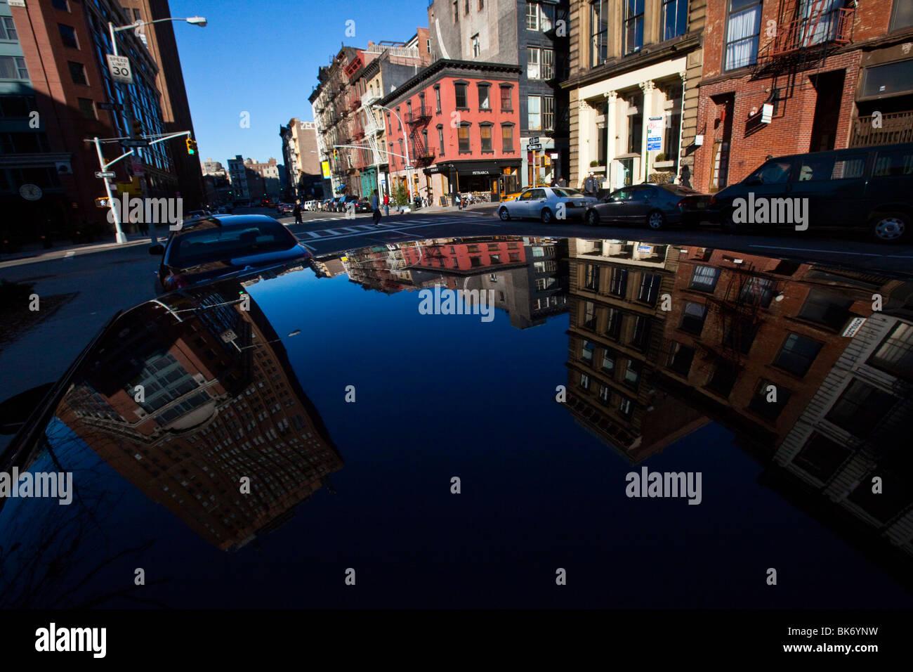 Reflexion von einer Lackierung Fahrerhaus in Tribeca, Manhattan, New York Stockbild