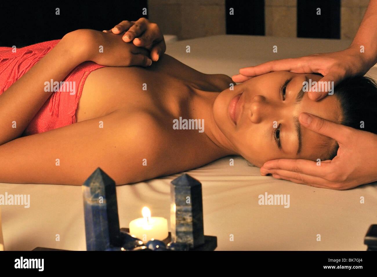 Lazuli sensorische Therapie mit Kopf-massage, Lazuli Spa im Marco Polo Hotel in Davao, Mindanao, Philippinen, Südostasien, Stockbild