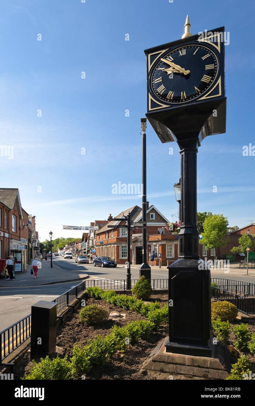 Stadt Uhr auf der Hauptstraße in Cobham, Surrey, England, UK Stockbild