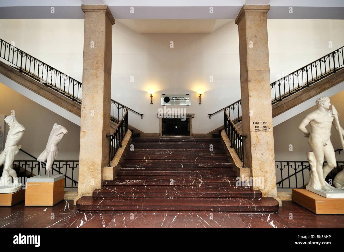 Treppe in das Museum Fuer Abguesse Klassischer Bildwerke Museum für Abgüsse von klassischen Statuen, Meiserstr. Stockbild