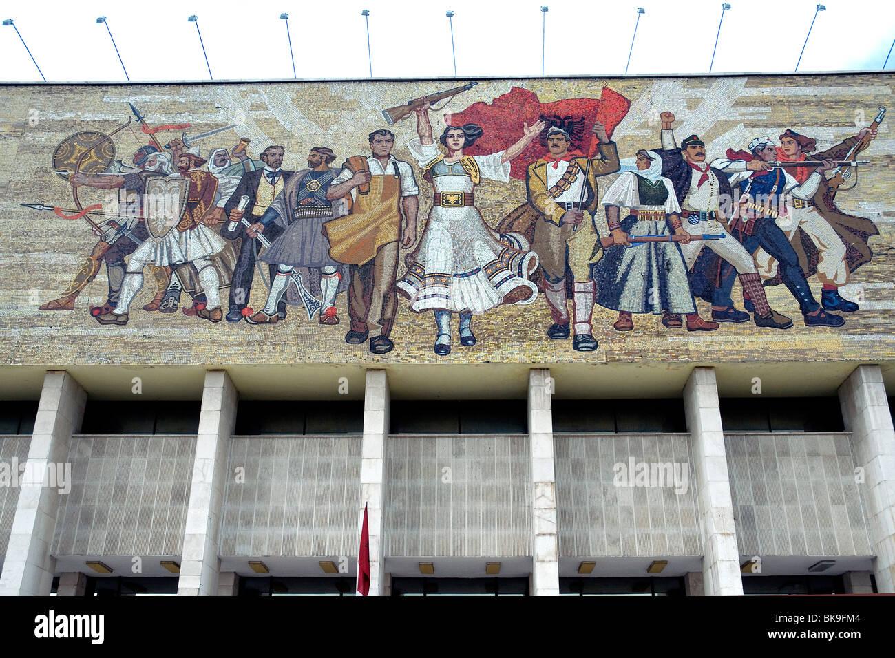 Sozialistisch-realistischen Stil Mosaik Faszie des Albaniens historischen Nationalmuseums in Tirana Skanderbeg-Platz Stockbild