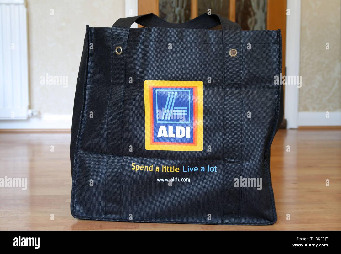 Aldi Kühlschrank Aktion : Aldi einkaufstasche stockfotos aldi einkaufstasche bilder alamy