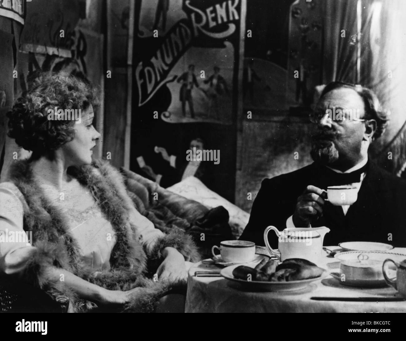 DER BLAUE ENGEL (1930) DER BLAUE ENGEL MARLENE DIETRICH, EMIL JANNINGS BLAN 003P Stockbild