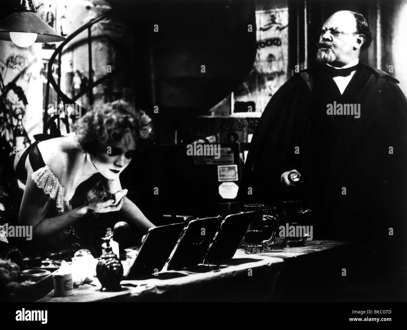 DER BLAUE ENGEL (1930) DER BLAUE ENGEL MARLENE DIETRICH, EMIL JANNINGS BLAN 004P MOVIESTORE CLLECTION LTD Stockbild
